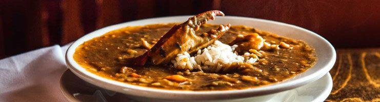 Gumbo, famoso prato de New Orleans.