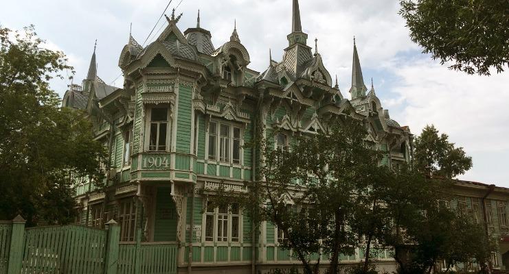 """Сasa Esmeralda"" da Rua de Belinsky, em Tomsk."